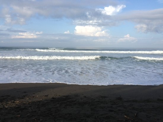Dos Palmas Beach Cabinas: Fun waves to play in