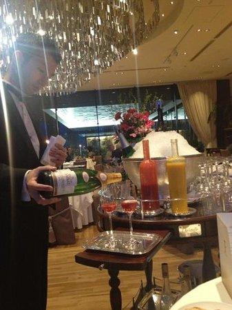 La Fete Hiramatsu : bartender make a kir royal cocktail with fresh strawberry purée