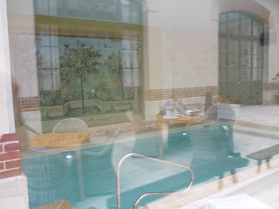 Hotel Castel Jeanson : small but nice pool