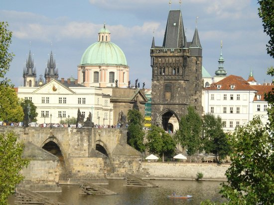 Archibald At the Charles Bridge: Room 21 Deluxe Double - View From Window