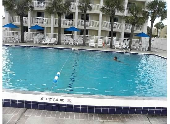 Holiday Isle Oceanfront Resort: pool