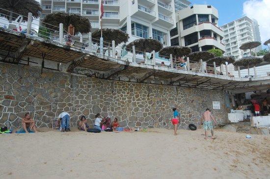 Las Torres Gemelas: hotel beach