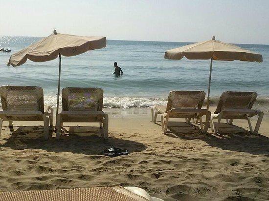 SBH Taro Beach: Playa a los pies del hotel