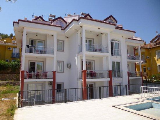 "Hayat Apart Hotel: ""New"" Apt Building"