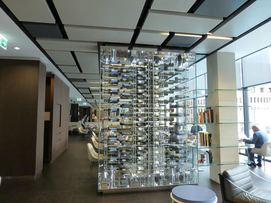 Novotel Lugano Paradiso: Parede divisória do salão do café da manhã