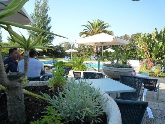 Hotel Ibis Faro : Breakfast on the terrace