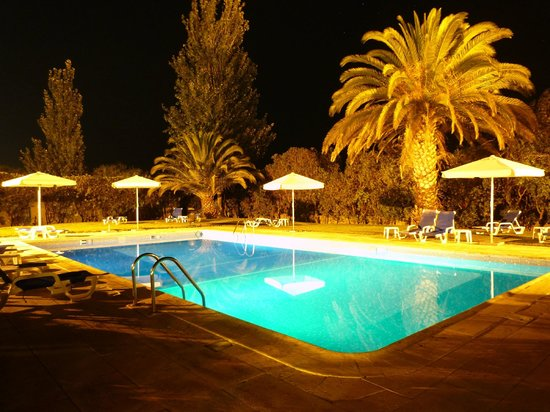 Hotel Ibis Faro : The pool by night