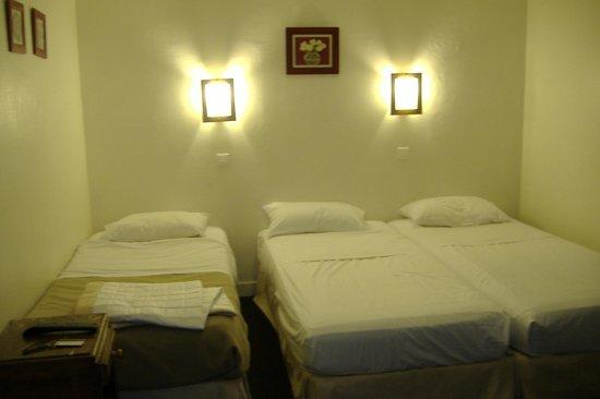 Hotel des Batignolles : Disposizione dei tre letti
