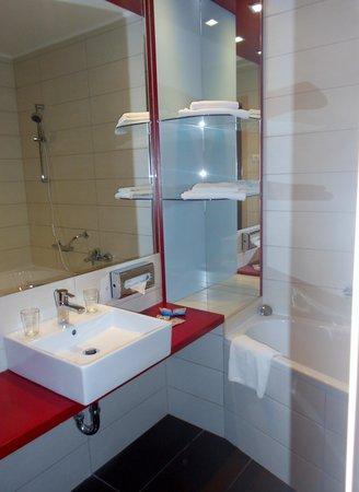 Promenade City Hotel: salle de bain