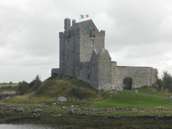 Conneelys Bed & Breakfast : Dunguaire Castle is nearby