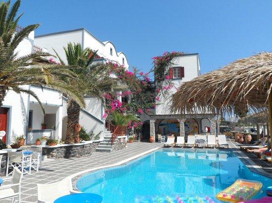 Kafouros Hotel: Hotel pool area