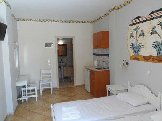 Kafouros Hotel : Our ground floor room