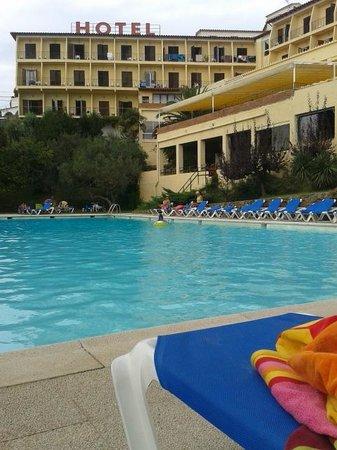 Grecs Hotel: la piscine