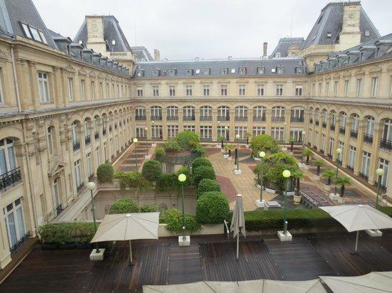 place de la republique picture of crowne plaza paris republique paris tripadvisor. Black Bedroom Furniture Sets. Home Design Ideas
