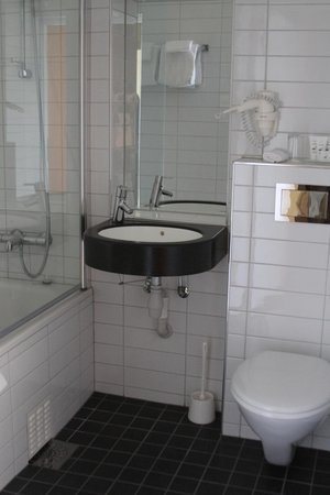 Scandic Victoria Lillehammer: Bathroom with heated floors