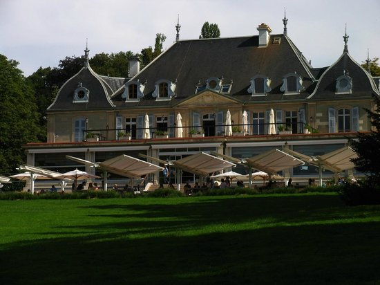 La Brasserie: The hotel with its restaurant - outside view