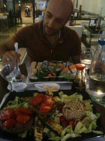 Pensavo Peggio Cafe: cena sushi e hamburger di black Angus