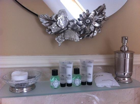 MacNean House & Restaurant: nice touches in the bathroom