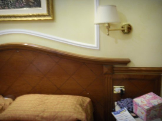 Hiberia Hotel: the bed