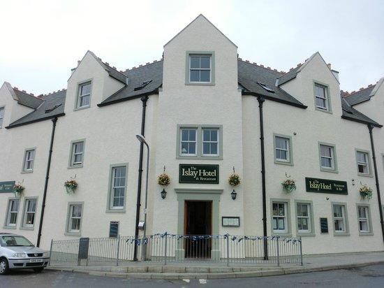 The Islay Hotel: Das mittlere Dachfenster war unseres!