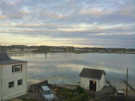 The Islay Hotel: Blick von unserem Zimmer auf die Bucht von Port Ellen