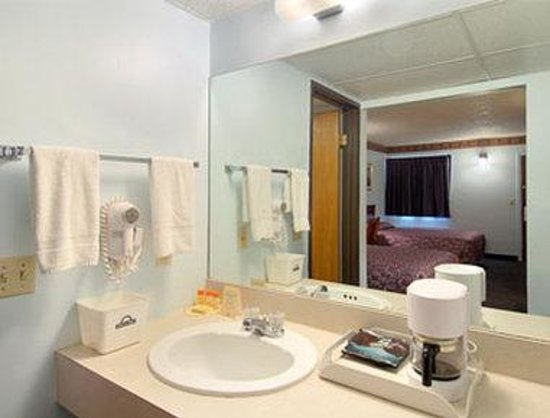 Days Inn Muskogee: Bathroom