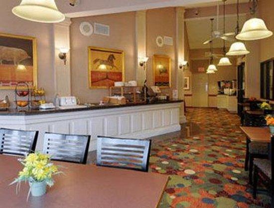 Days Inn - Mystic : Breakfast Area