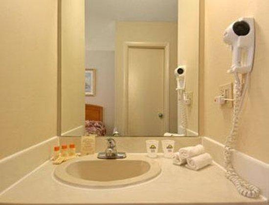 Days Inn - Mystic : Bathroom
