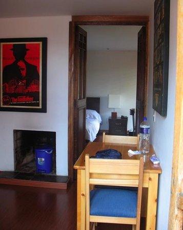 Apartaestudios La Candelaria: una parte della cucina, dietro la camera da letto