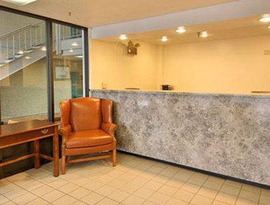 Days Inn Leesburg: Lobby