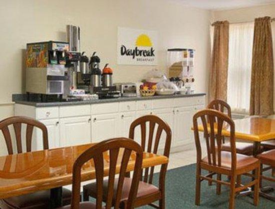 Days Inn Leesburg: Breakfast Area
