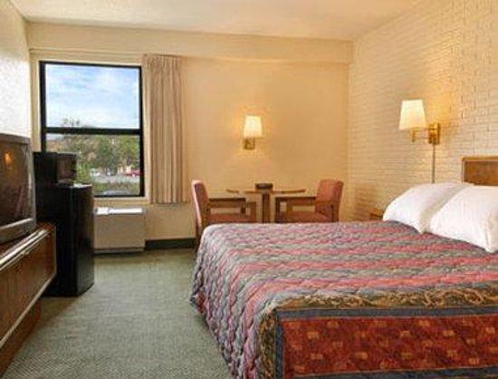 Days Inn Leesburg: Standard King Bed Room