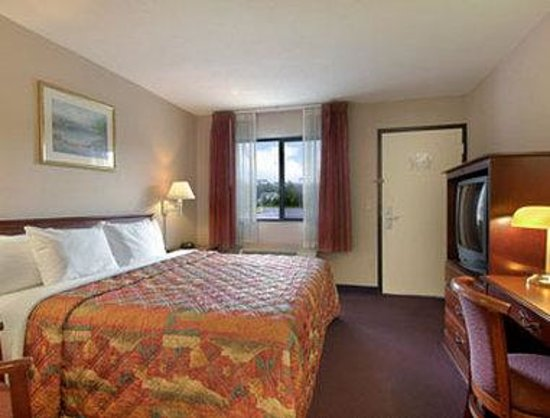 Days Inn Elkton Newark Area : Standard King Bed Room