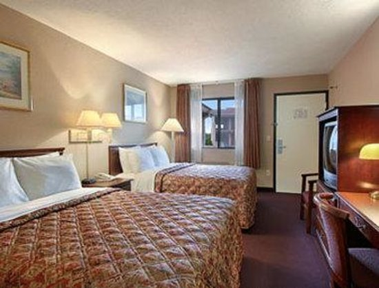 Days Inn Elkton Newark Area: Standard Two Double Bed Room