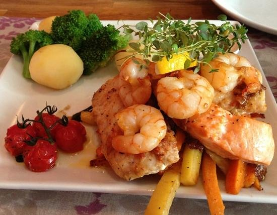 Lyst Cafe, Bar & Food: Mix of fishes