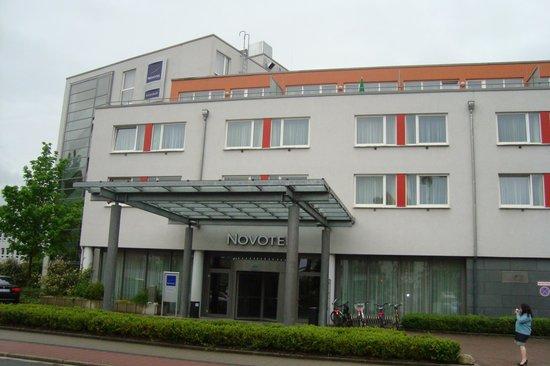 Novotel Erlangen: Photo de l'extérieur de l'entrée de l'Hôtel