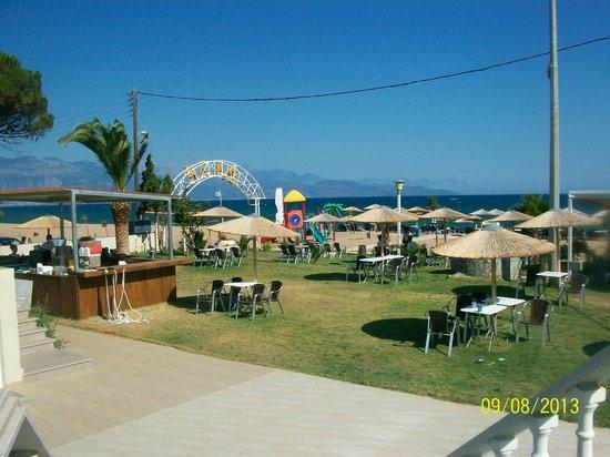 GMP Bouka Resort Hotel: Παραλια