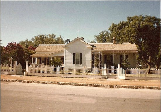 Lyndon B. Johnson Boyhood Home : LBJ Boyhood Home - Texas