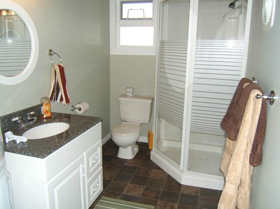 Garnet Rock Oceanside Resort : #44 1-bedroom bathroom