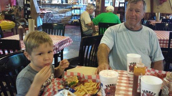 Danna's Barbeque & Burger Shop: yummy