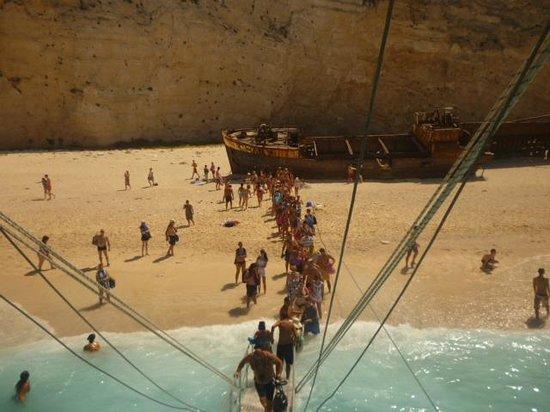 Golden Sun Hotel: Shipwreck Cove (excursion)
