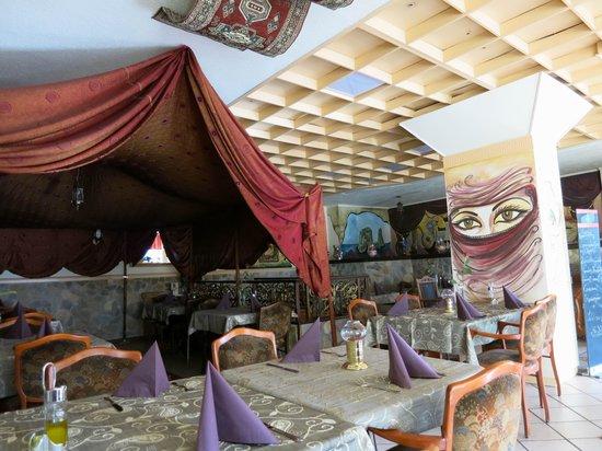 Restaurant Cedars: Cedar's Innenansicht