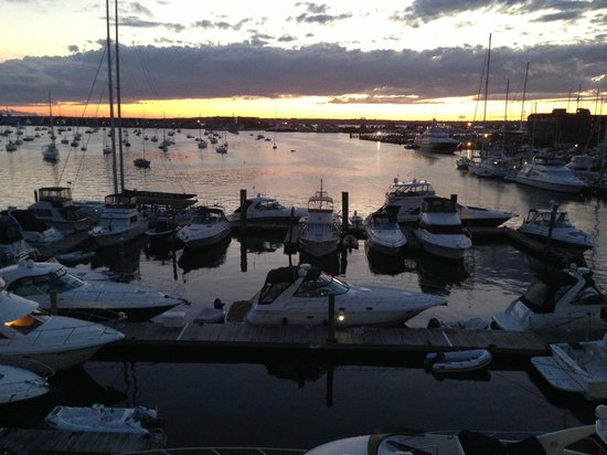 Newport Harbor Hotel & Marina : View from our room