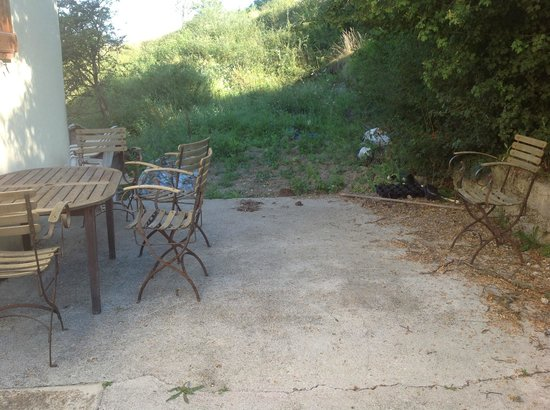 Auberge le Clos Jamac: salon de jardin