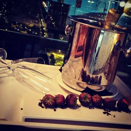 Barcelona Princess: Champange & strawberries on arrival