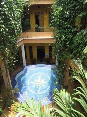 La Brisa Loca Hostel: Center Courtyard & Pool