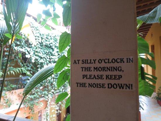 La Brisa Loca Hostel: Sign in common area