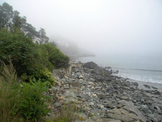 York Harbor Inn: View of beach area in fog