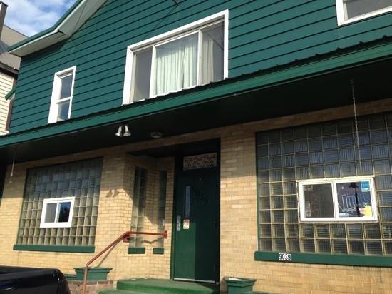 Cedar Tavern: front door