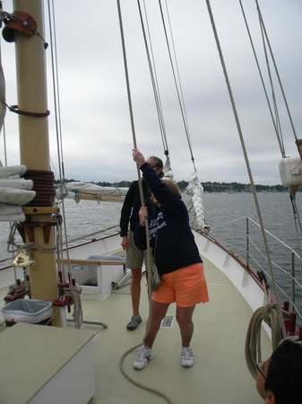 Harborside Inn: Me hoisting the sails for our trip around Newport Bay